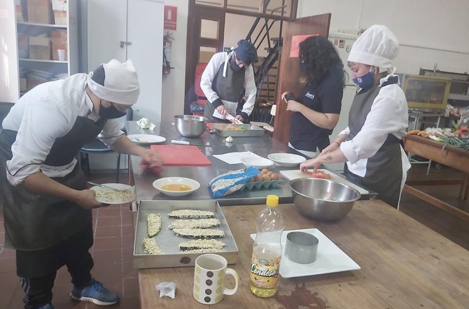 Diario Cronicas De Mercedes Soriano Uruguay Mas De 160 Recetas De 17 Departamentos Participaron Del Proyecto Cocina Casera Saludable